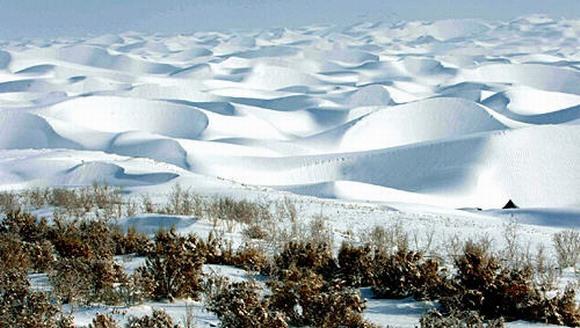 taklamakan-desert-snow[1]