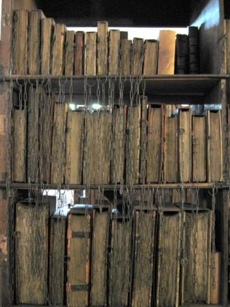 Hereford-Cathedral-Chained-Library[1]