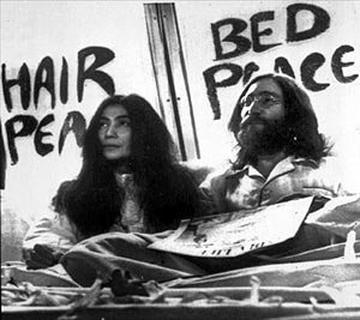 http://historiadoreshistericos.files.wordpress.com/2010/05/johnyoko_bed-in1.jpg
