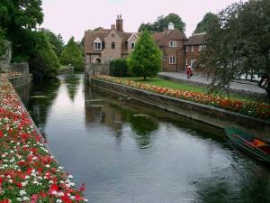 Vista del rio Stour a su paso por Canterbury